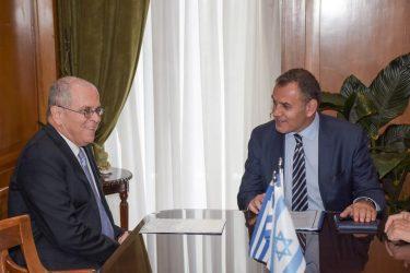 Συνάντηση Υπουργού Άμυνας με τον νέο Πρέσβη του Ισραήλ
