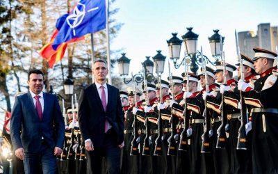 WeareNato φωνάζουν στα Σκόπια – Η σημαία τους κυματίζει στο Λονδίνο