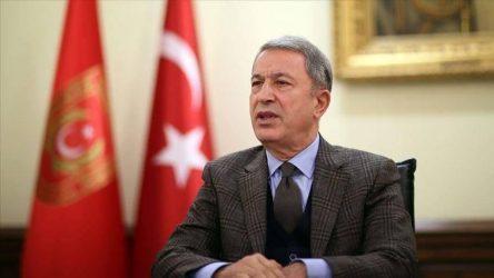 Απειλές από τον Τούρκο υπουργό Άμυνας: Θα κάνουμε αυτό που θα χρειαστεί για να προστατεύσουμε τα πλοία μας