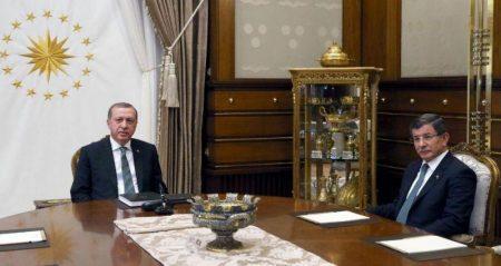 Νταβούτογλου: Να δηλώσει ο Ερντογάν και η οικογένειά του τα περιουσιακά τους στοιχεία – Οι σύμμαχοι που έγιναν αντίπαλοι
