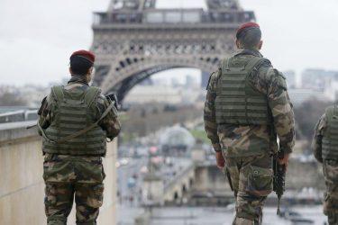 Γαλλία: Στους δρόμους στρατός και αστυνομία