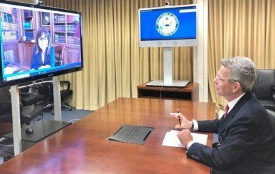 Με τηλεδιάσκεψη η πρώτη επικοινωνία της Προέδρου της Δημοκρατίας με τον Τζέφρι Πάιατ