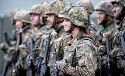 Η Γερμανία καλεί εφέδρους και βγάζει στρατό στους δρόμους