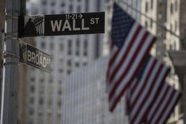 Με μεγάλες απώλειες έκλεισε η Wall Street – Καταρρέουν οι τιμές του πετρελαίου