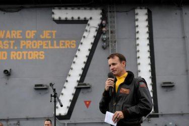 Η εκδίωξη του «Δημοκρατικού» καπετάνιου USS Roosevelt – Υπογραφές για να επιστρέψει