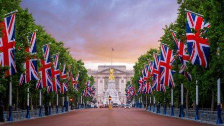 Η Μεγάλη Βρετανία στα βήματα των ΗΠΑ – Τυπώνει χρήμα για να σώσει την οικονομία