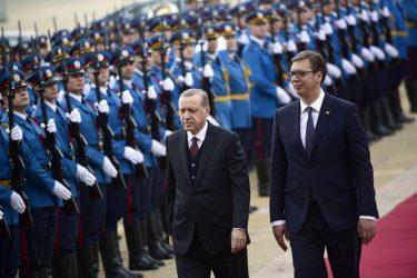 Βοήθεια στη Σερβία στέλνει ο Ερντογάν και προσκαλεί τον Βούτσις στη Τουρκία