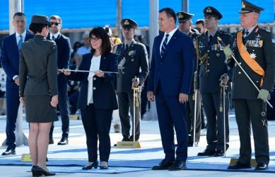 Tα ξίφη στους νέους Αξιωματικούς του Ελληνικού Στρατού επέδωσε η Πρόεδρος της Δημοκρατίας