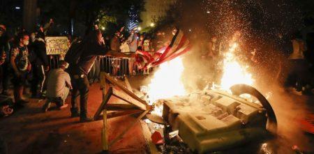 ΗΠΑ: Χιλιάδες αστυνομικοί και στρατιώτες περιπολούν στις μεγάλες αμερικανικές πόλεις – Σε καταφύγιο ο Ντόναλντ Τραμπ