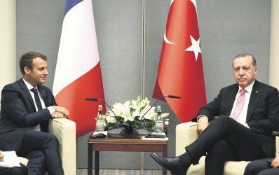 Τρόπο προσέγγισης με Μακρόν ψάχνει ο Ερντογάν – Απτές χειρονομίες ζητεί η Γαλλία