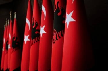 Η Τουρκία στηρίζει την μαφία της Αλβανίας – Το οργισμένο tweet της Αμερικανίδας Πρέσβειρας