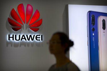 Κίνα: Θα λάβουμε όλα τα μέτρα για τα συμφέροντα της Huawei