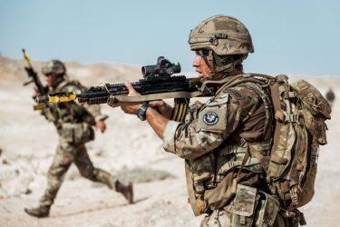 Η Βρετανία θα ξαναρχίσει τις πωλήσεις όπλων στη Σαουδική Αραβία