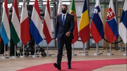 Συνεχίζονται οι σκληρές διαπραγματεύσεις στη Σύνοδο Κορυφής
