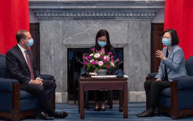 Στήριξη των ΗΠΑ σε Ταϊβάν – Επίσκεψη του Αμερικανού Υπουργού Υγείας
