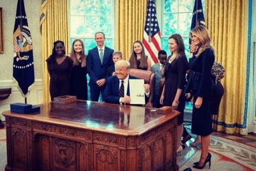 Έιμι Κόνεϊ Μπάρετ: Η επιλογή Τραμπ για το Ανώτατο Δικαστήριο των ΗΠΑ