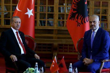Το υπουργικό συμβούλιο της Αλβανίας ανακοίνωσε ότι κλείνει τρία σχολεία που ελέγχονταν τον Γκιουλέν