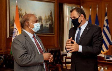 Συνάντηση του Υπουργού Άμυνας με τον Πρέσβη της Ινδίας Αμρίτ Λουγκούν