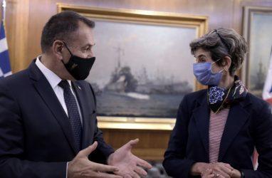 Συνάντηση του Υπουργού Άμυνας με την Πρέσβη του Ηνωμένου Βασιλείου Κέιτ Σμιθ