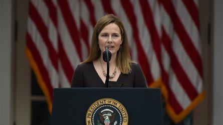 Η Έιμι Κόνεϊ Μπάρετ δήλωσε πως δεν δεσμεύεται απέναντι στο Λευκό Οίκο σχετικά με την καταψήφιση της εφαρμογής του Obamacare