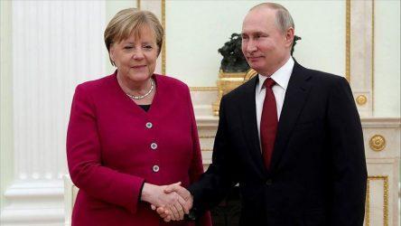 Εκτός Ευρωπαϊκής «Γραμμής» η Γερμανία – Συζητά με την Ρωσία για συμπαραγωγή εμβολίου την ώρα που η Ε.Ε διαπραγματεύεται επιπλέον δόσεις από την Pfizer