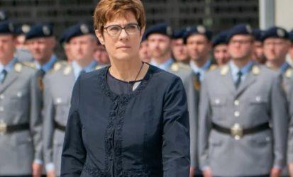 Κραμπ-Καρενμπάουερ: Η Βουλή δεν θα ενέκρινε ανάπτυξη στρατού στο εξωτερικό σε μάχιμο ρόλο