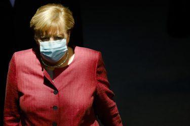Μέρκελ: Κίνδυνος για τρίτο κύμα αν δεν προσέξουμε
