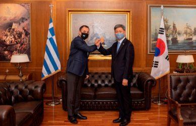 Συνάντηση του Υπουργού Άμυνας  με τον Πρέσβη της Νότιας Κορέας Σουσόκ Λιμ