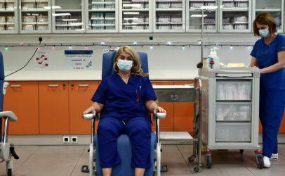 Η Ευρώπη θωρακίζεται – Oι πρώτοι εμβολιασμοί στην Ελλάδα