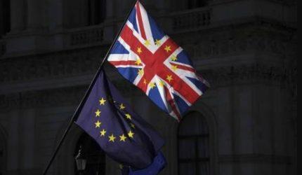 Brexit: Η Κομισιόν προτείνει παράταση της προσωρινής εφαρμογής της συμφωνίας