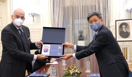 Συνάντηση Νίκου Δένδια με τον Πρέσβη της Νοτίου Κορέας