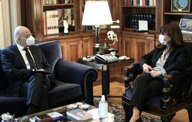 Η Πρόεδρος της Δημοκρατίας ενημερώθηκε από τον Υπουργό Εξωτερικών