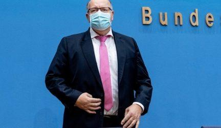 Γερμανός ΥΠΟΙΚ: Μην παραμελείτε τα μέτρα περιορισμού του ιού εν αναμονή του εμβολίου