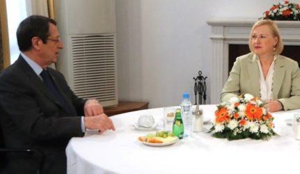 Χωριστές συναντήσεις της Ειδικής Αντιπροσώπου του ΟΗΕ στην Κύπρο με Αναστασιάδη και Τατάρ
