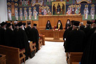 Κατόπιν «διαλογικής συζητήσεως», η Ιερά Σύνοδος δεν ακολουθεί τις οδηγίες της Πολιτείας – Αντίδραση από την Κυβέρνηση