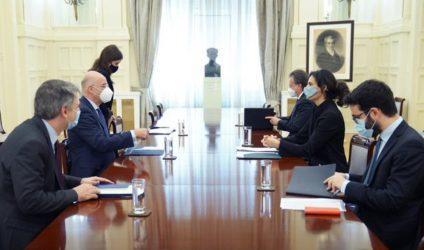 Συνάντηση Νίκου Δένδια με την πρέσβη της Ιταλίας
