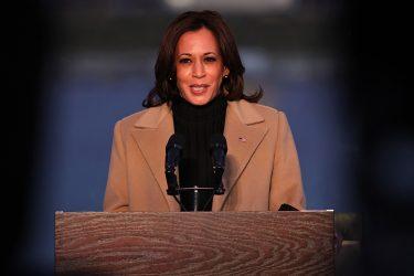 Η Κάμαλα Χάρις όρκισε τρία μέλη της Γερουσίας που ανήκουν στους Δημοκρατικούς