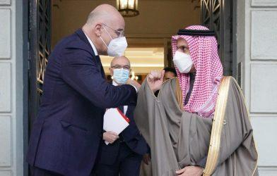 Συνάντηση Νίκου Δένδια με τον ΥΠΕΞ της Σαουδικής Αραβίας