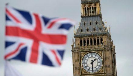 Το Λονδίνο δεν θα καθιερώσει διαβατήρια εμβολιασμού