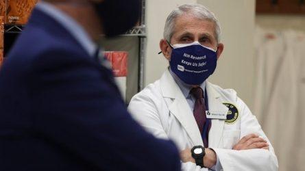 Φάουτσι: Να τηρηθεί η πρακτική των δύο δόσεων στα εμβόλια Pfizer και Moderna