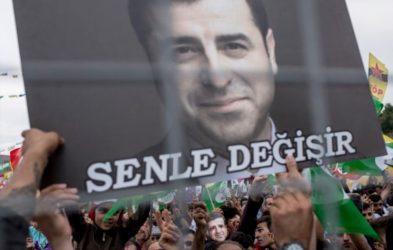 Σελαχατίν Ντεμιρτάς: Ο Ερντογάν ρίχνει στάχτη στα μάτια της Δύσης