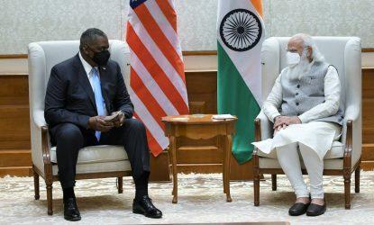 Ο υπουργός Άμυνας των ΗΠΑ από το Δελχί: Η Ουάσινγκτον έχει ζητήσει από όλους τους συνεργάτες της να μείνουν μακριά από τους S-400
