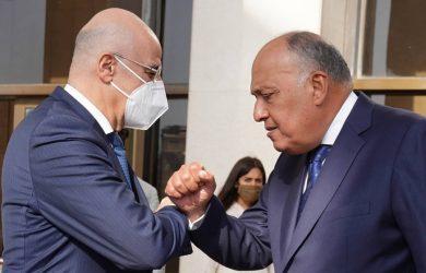 Ο Νίκος Δένδιας συζήτησε με τον Αιγύπτιο ΥΠΕΞ  την συνάντησή του με το Γενικό Γραμματέα του Αραβικού Συνδέσμου