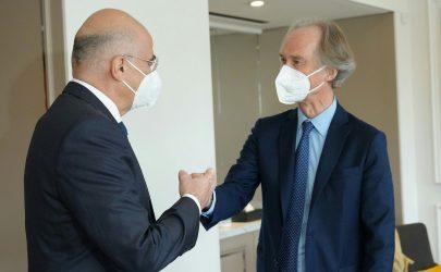 Ελβετία: Συνάντηση Νίκου Δένδια με τον ειδικό απεσταλμένο του ΟΗΕ για τη Συρία