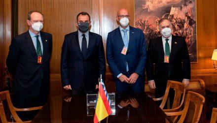 Ο Ισπανός Πρέσβης παρουσίαση την πρόταση της χώρας του για τις φρεγάτες