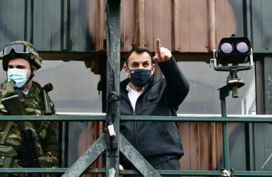 Υπουργός Άμυνας από την Λέσβο: Με τους «φρουρούς των τειχών»