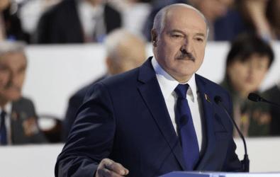 Λουκασένκο: Προσπαθούν να στραγγαλίσουν τη Λευκορωσία