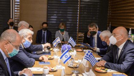 Οι παράνομες τουρκικές ενέργειες στο επίκεντρο των συνομιλιών των ΥΠΕΞ Ελλάδας-Ισραήλ