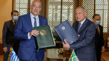 Μνημόνιο συνεργασίας υπέγραψε στο Κάιρο, ο ΥΠΕΞ Δένδιας με τον ΓΓ του Αραβικού Συνδέσμου Άχμεντ Αμπούλ Γιτ