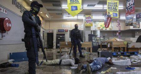 Νοτιοαφρικανός πρόεδρος: Η βία υποκινήθηκε και σχεδιάστηκε